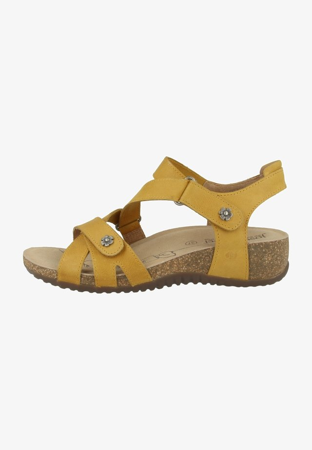 NATALYA  - Sandalen met sleehak - yellow
