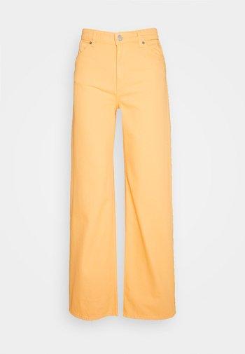 Vaqueros rectos - mango yellow