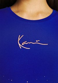 Karl Kani - SMALL SIGNATURE PAINT SPLATTER SHORT TEE - Print T-shirt - blue - 5