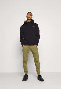 Alpha Industries - MAJOR PANT - Cargo trousers - olive - 1