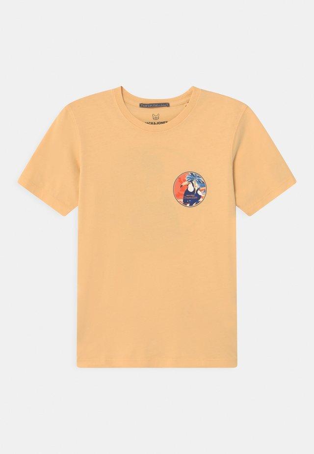 JORTROPICANACARD TEE CREW NECK JR - T-shirts print - sahara sun