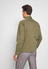 Marc O'Polo - LONG SLEEVE TWO PATCHED CHEST AND SIDE SEAM POCKETS - Summer jacket - deep lichen green - 2