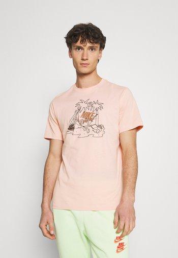 TEE FUTURA TREE - T-shirt med print - arctic orange