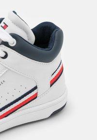 Tommy Hilfiger - Zapatillas altas - white - 5