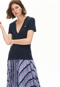 Lacoste - T-shirt basic - bleu marine - 0
