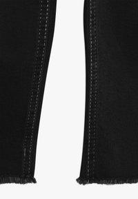 Grunt - ELLIE WIDE LEG CROPED - Flared Jeans - clam black - 2