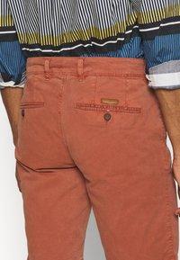 Baldessarini - JOERG - Shorts - metallic red - 5