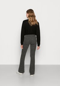 Pieces Maternity - PCMPAM FLARED PANT - Trousers - dark grey melange - 2