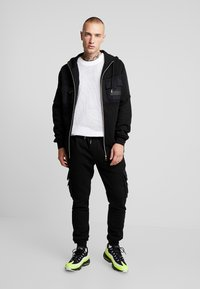 Glorious Gangsta - GALIS UTILITY HOOODIE - Zip-up hoodie - black - 1