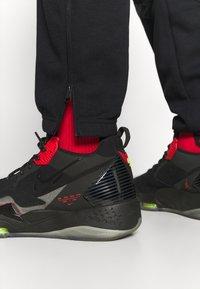Jordan - ZION WILLIAMSON PANT - Spodnie treningowe - black/white - 3