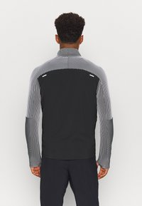 Nike Performance - Chaqueta de deporte - black/reflective silver - 2