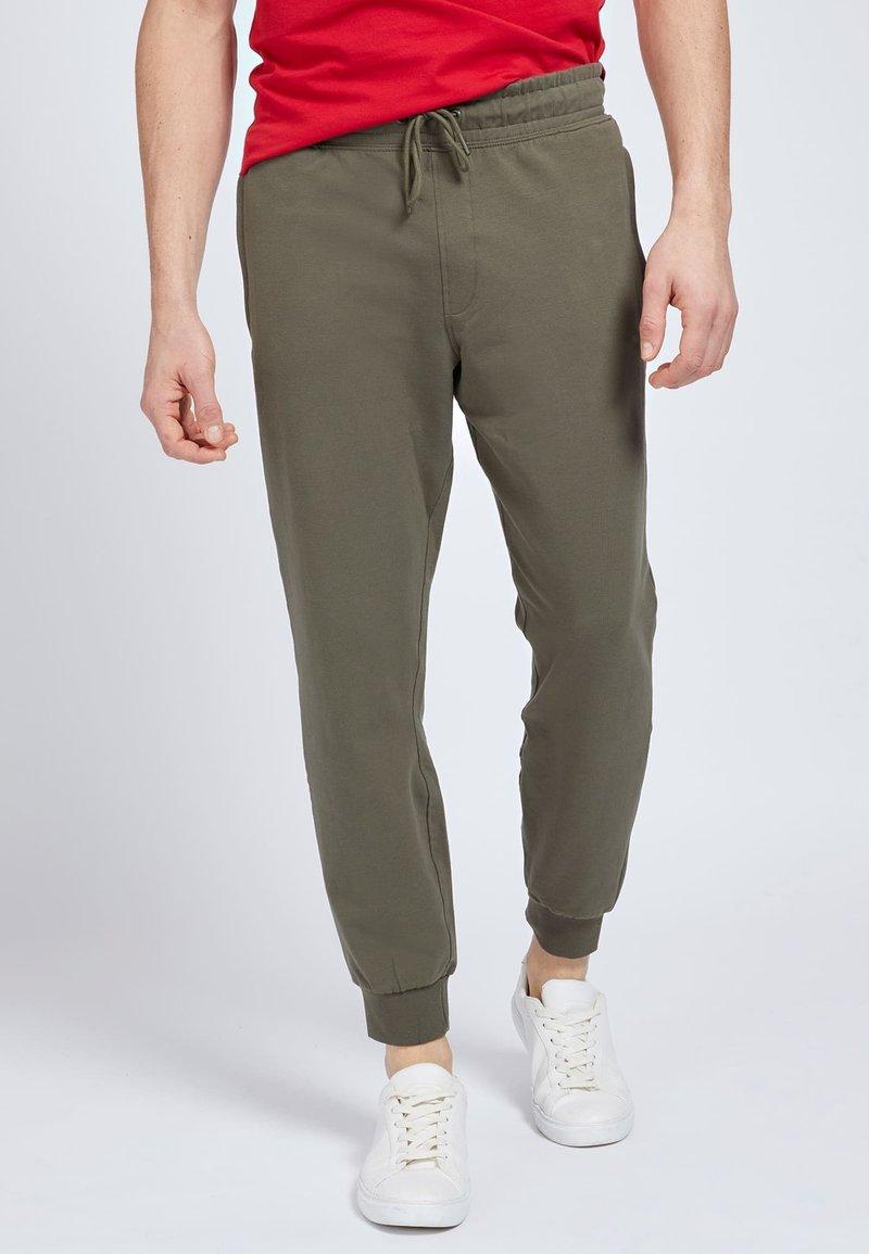 Guess - Tracksuit bottoms - grün