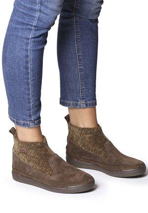 GIGI-ST - Sneakers - caqui