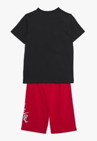 Jordan - JUMPMAN CLASSIC TEE SHORT SET - Sports shorts - gym red - 1