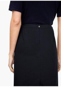 s.Oliver BLACK LABEL - Pencil skirt - navy - 4