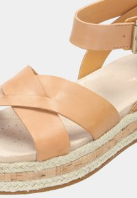 Clarks - BOTANIC POPPY - Sandalias de senderismo - brown - 5