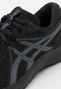 ASICS - GEL CONTEND 7 - Zapatillas de running neutras - black/carrier grey - 5