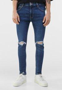 Bershka - MIT RISSEN  - Jeans Skinny Fit - blue - 0