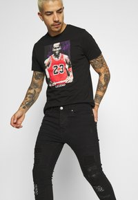 Brave Soul - BANDANA - Slim fit jeans - charcoal wash - 3