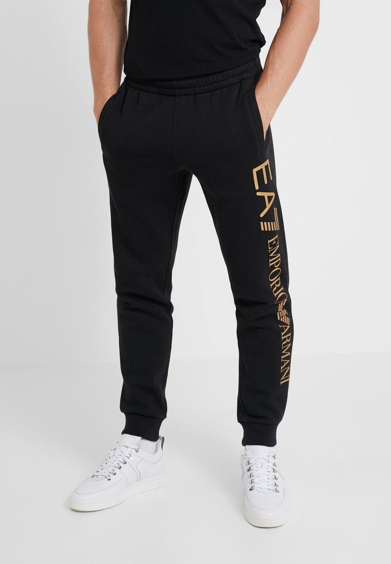 EA7 Emporio Armani - PANTALONI - Pantaloni sportivi - black/gold