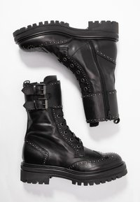 UMA PARKER - Platform boots - foulard nero - 3
