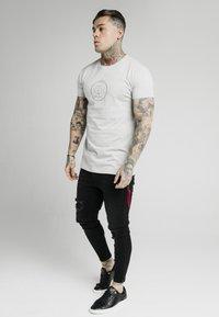 SIKSILK - Print T-shirt - grey marl - 3