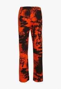 Jaded London - GRAFFITI PRINT JOGGER - Pantalones deportivos - orange/black - 1