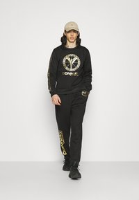 Carlo Colucci - DONNAY X CARLO COLUCCI - Sweatshirt - black/gold - 1