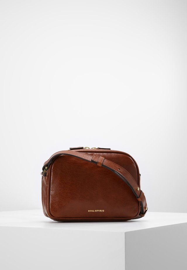 ESSENTIAL EVE  - Across body bag - cognac