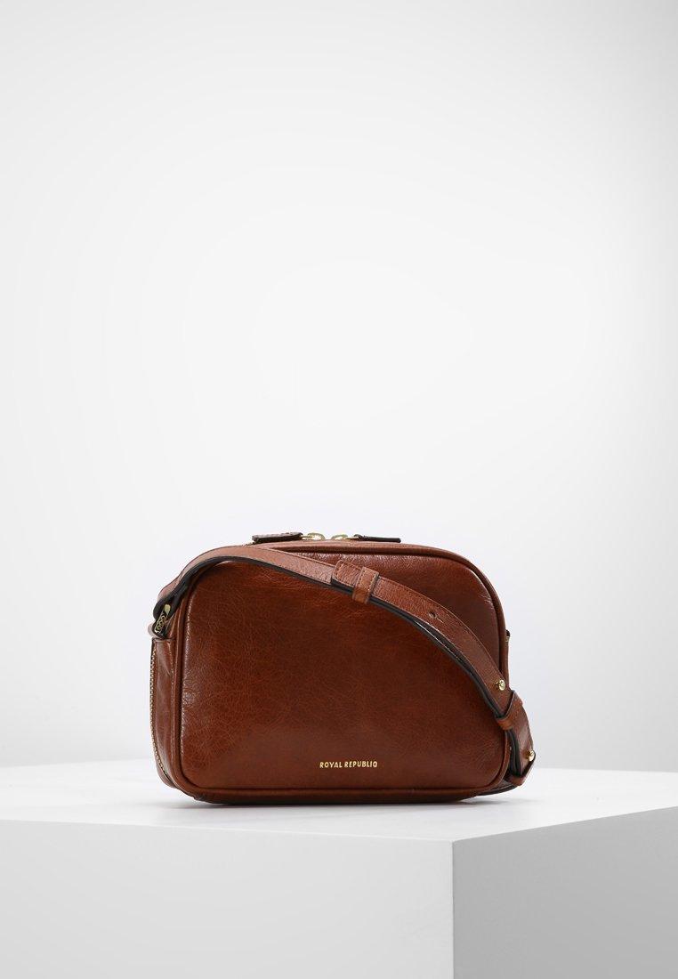 Royal RepubliQ - ESSENTIAL EVE  - Across body bag - cognac