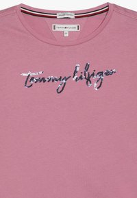 Tommy Hilfiger - SEQUINS GRAPHIC TEE  - Long sleeved top - light pink