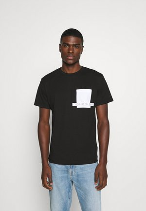 INSTIT CONTRAST POCKET TEE - Print T-shirt - black