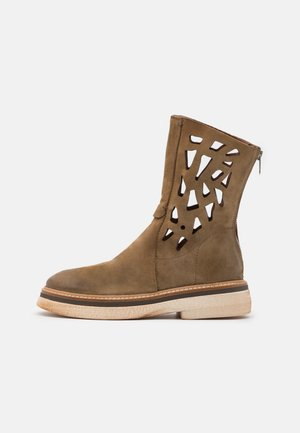 Classic ankle boots - africa