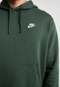 Nike Sportswear - CLUB HOODIE - Felpa con cappuccio - galactic jade/white - 5