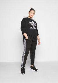 adidas Originals - CREW - Mikina - black/white - 1
