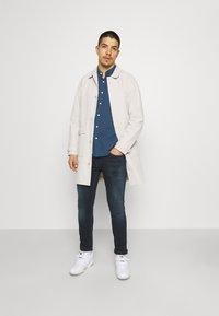 Tommy Jeans - AUSTIN SLIM TAPERED - Jeans Skinny Fit - denim - 1