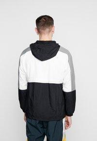 Nike Sportswear - Sportovní bunda - black/white/smoke grey - 2
