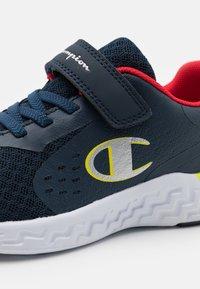 Champion - LOW CUT SHOE BOLD UNISEX - Zapatillas de entrenamiento - navy/red/yellow - 5