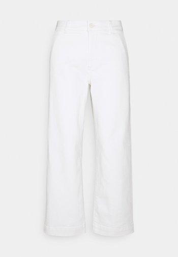 CHENILA PURE - Straight leg jeans - white
