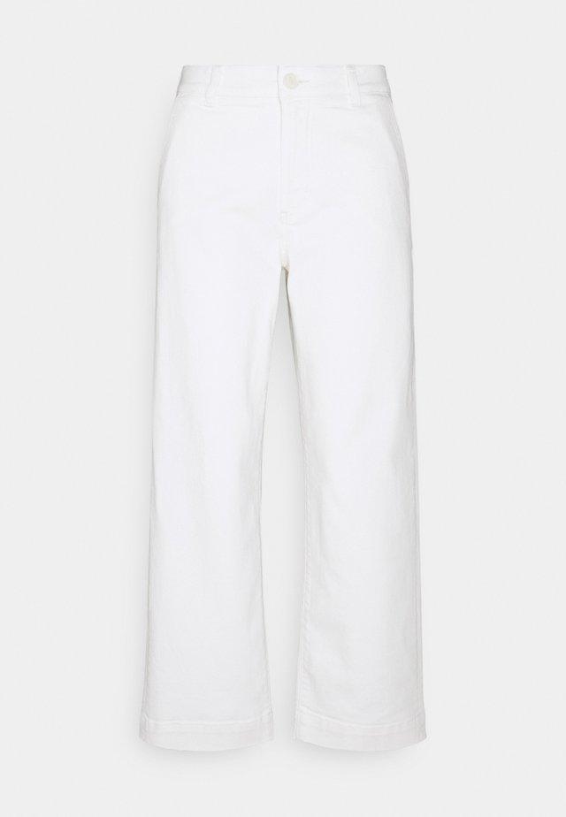 CHENILA PURE - Džíny Straight Fit - white