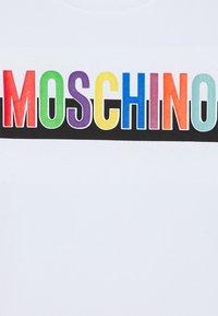 MOSCHINO - Triko spotiskem - optic white - 2