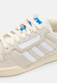 adidas Originals - CONTINENTAL 80 STRIPES UNISEX - Matalavartiset tennarit - cream white/footwear white/bluebird - 5