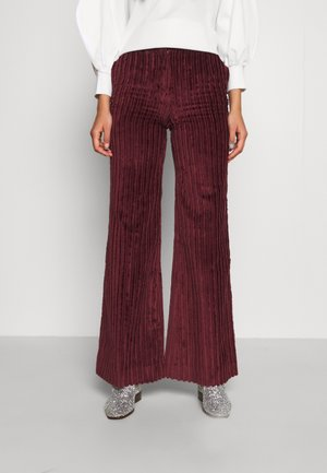 FLARED TROUSER - Broek - iron red
