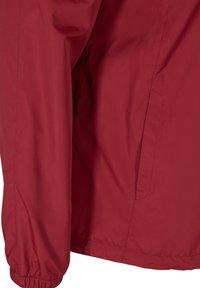 Zizzi - MIT REISSVERSCHLUSS UND KAPUZE - Outdoor jacket - red - 5
