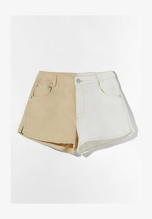 MIT KONTRASTEN - Denim shorts - beige