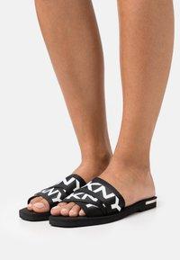 DKNY - LOGO SLIDE  - Mules - black/white - 0
