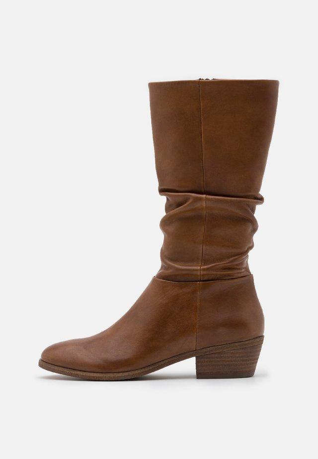 SOLANGE - Vysoká obuv - cognac