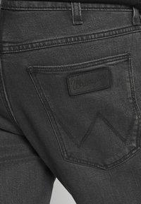 Wrangler - GREENSBORO - Jeans straight leg - blackstrap - 4
