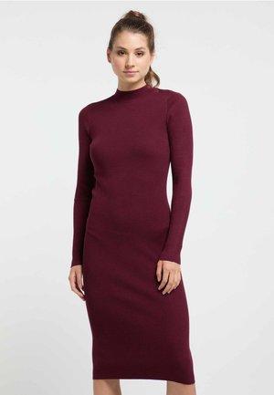 Pouzdrové šaty - zinfandel