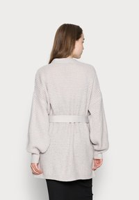 Missguided - RECYCLED WAFFLE STITCH BELTED  - Cardigan - grey - 2